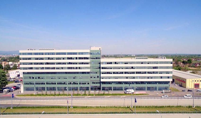 PETRIUS Poslovna zgrada Petrius nalazi se neposredno pokraj Domovinskog mosta, na novom istočnom gradskom ulazu.